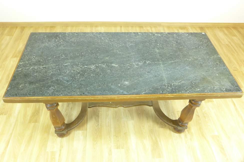 tisch eckig mit gr ner steinplatte 20 jh wohnzimmertisch 61x64x140 cm. Black Bedroom Furniture Sets. Home Design Ideas