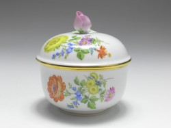 sugar box, flower painting 4 diagonal, Meissen, 1st quality, H: 10 cm