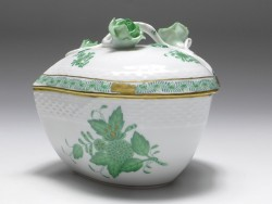 box with lid, Herend porcelain, floral decor Apponyi vert AV, w: 12,5 cm